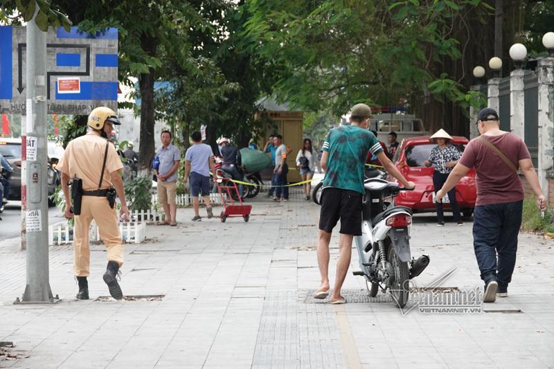 Vội vã quặt xe chạy trốn cảnh sát 141, cô gái nổi nhất phố Hà Nội-5