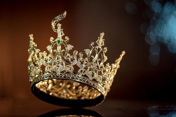 Vương miện Miss Grand International 2019 trị giá 12 tỷ đồng mà vẫn bị chê xấu-7