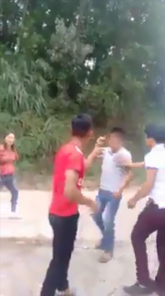 Xôn xao màn đánh ghen: Cô gái bị cắt tóc, lột đồ giữa đường xong đối tượng còn theo về tận nhà nhiếc móc-7