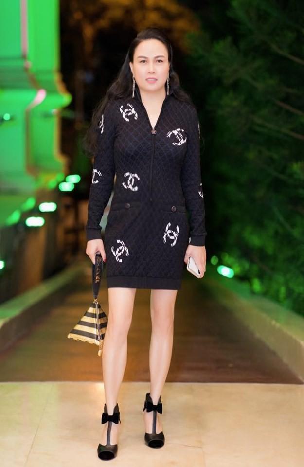 Phượng Chanel đụng hàng tỷ phú Kylie Jenner: Một chiếc váy hai số phận nghiệt ngã-1