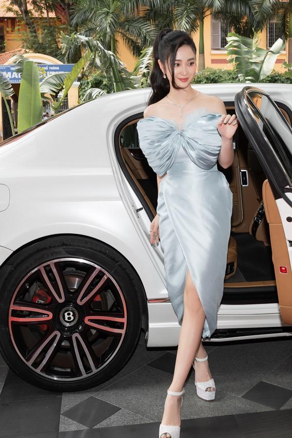 Ninh Dương Lan Ngọc, Jun Vũ xuất hiện sang chảnh bên dàn siêu xe 200 tỷ đồng-5