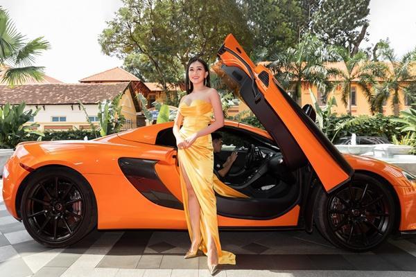 Ninh Dương Lan Ngọc, Jun Vũ xuất hiện sang chảnh bên dàn siêu xe 200 tỷ đồng-8