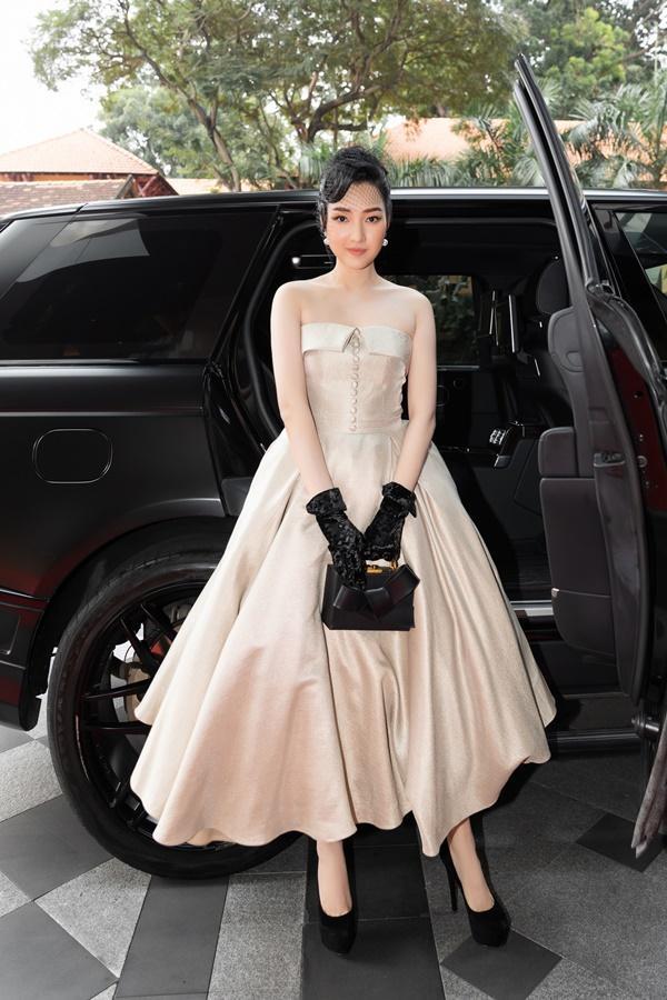 Ninh Dương Lan Ngọc, Jun Vũ xuất hiện sang chảnh bên dàn siêu xe 200 tỷ đồng-11