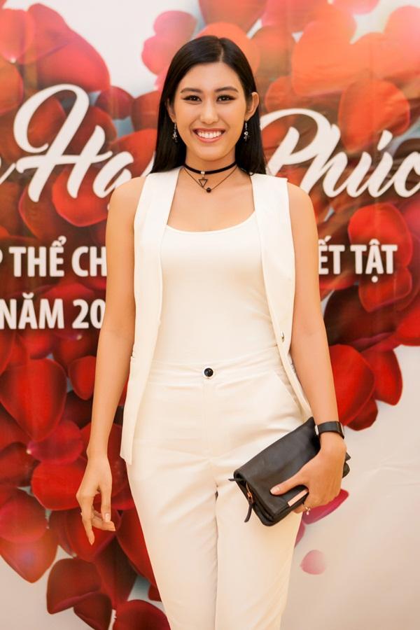 Top 5 Hoa hậu Hoàn vũ Việt Nam 2015: Người chiến thắng từ bỏ hào quang, kẻ bại trận lạc trôi giữa showbiz-17
