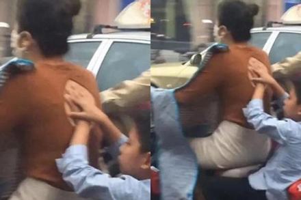 Mẹ trẻ mặc áo hớ hênh nhưng hành động che chắn của cậu con trai phía sau mới là tâm điểm
