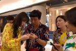 Trấn Thành khoe hàng hiệu đắt đỏ, quyết không lép vế dàn nghệ sĩ Việt tại sân bay Thái Lan