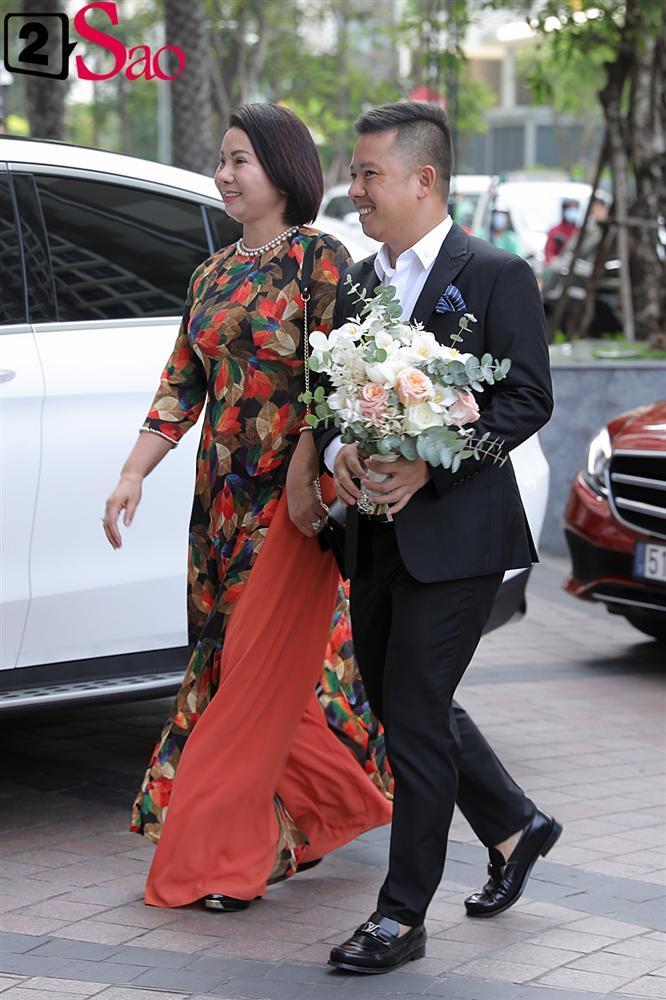 Giang Hồng Ngọc mặc áo dài nền nã trong lễ ăn hỏi, rạng ngời hạnh phúc bên hôn phu và con trai-3