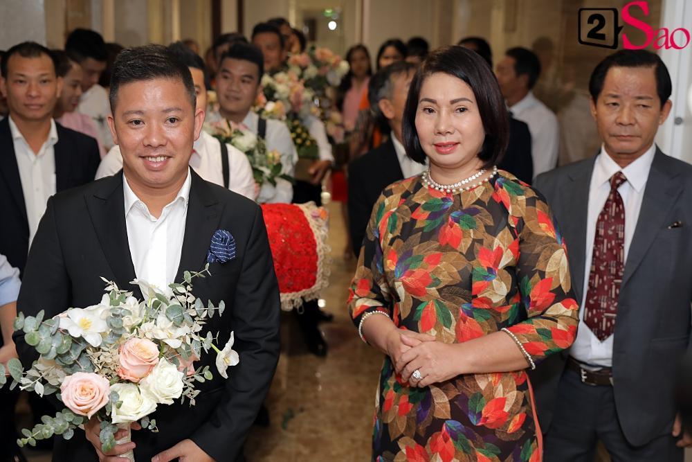 Giang Hồng Ngọc mặc áo dài nền nã trong lễ ăn hỏi, rạng ngời hạnh phúc bên hôn phu và con trai-4