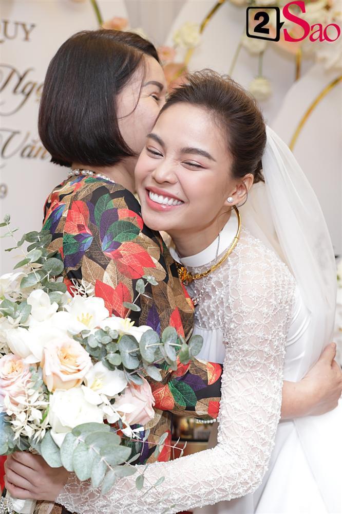 Giang Hồng Ngọc mặc áo dài nền nã trong lễ ăn hỏi, rạng ngời hạnh phúc bên hôn phu và con trai-9