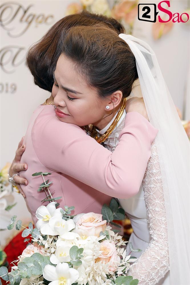 Giang Hồng Ngọc mặc áo dài nền nã trong lễ ăn hỏi, rạng ngời hạnh phúc bên hôn phu và con trai-12