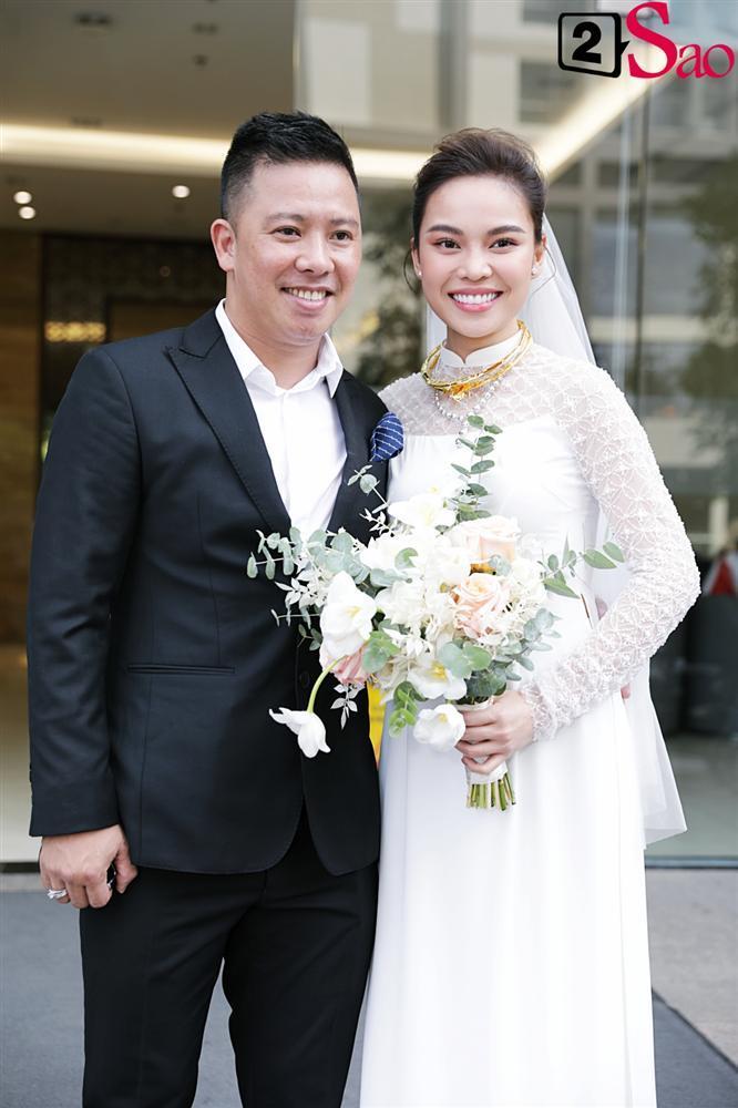 Giang Hồng Ngọc mặc áo dài nền nã trong lễ ăn hỏi, rạng ngời hạnh phúc bên hôn phu và con trai-16