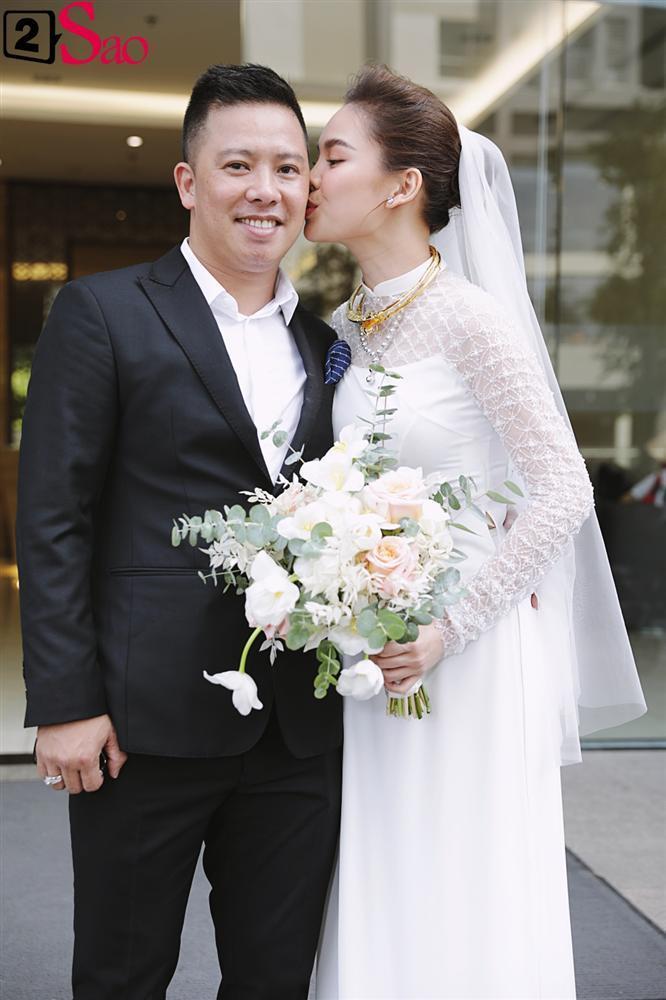 Giang Hồng Ngọc mặc áo dài nền nã trong lễ ăn hỏi, rạng ngời hạnh phúc bên hôn phu và con trai-17