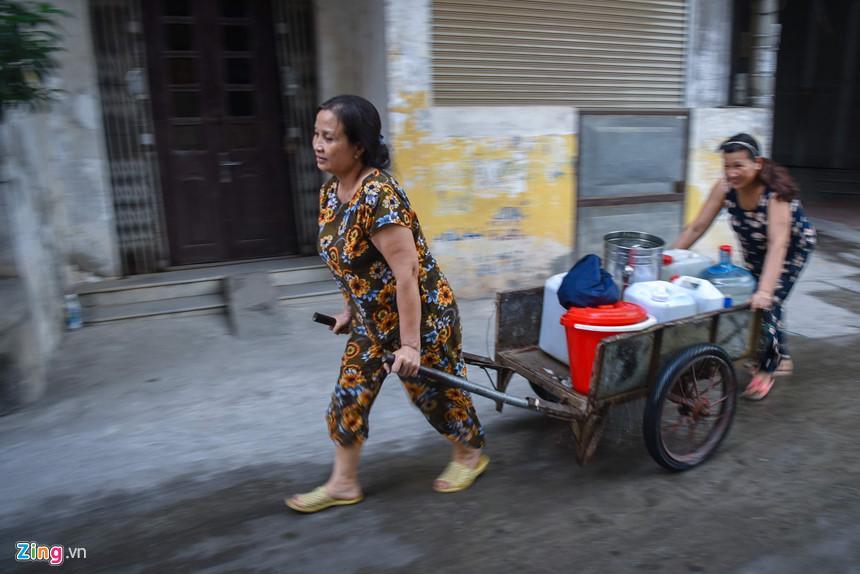 Cuộc sống người Hà Nội đảo lộn trong cơn khủng hoảng nước-3
