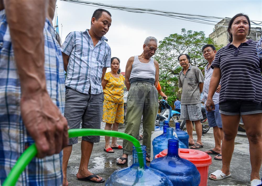 Cuộc sống người Hà Nội đảo lộn trong cơn khủng hoảng nước-4