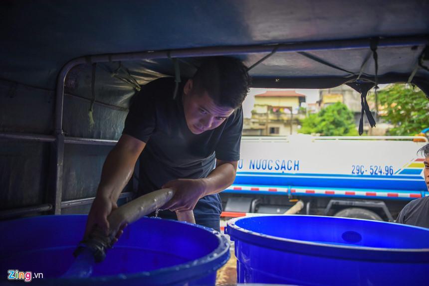 Cuộc sống người Hà Nội đảo lộn trong cơn khủng hoảng nước-5
