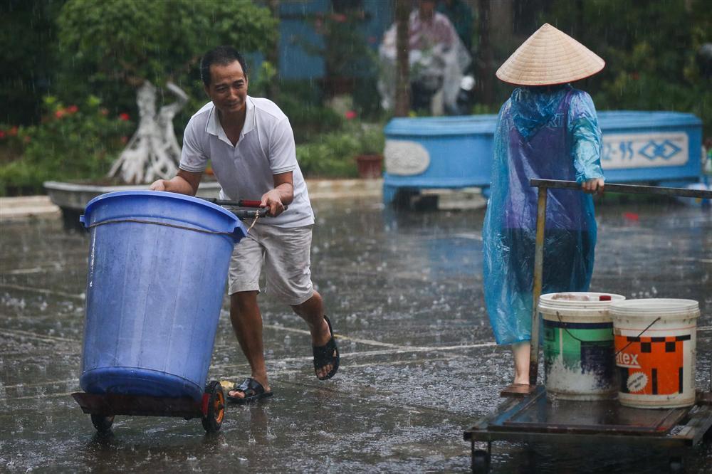 Cuộc sống người Hà Nội đảo lộn trong cơn khủng hoảng nước-8