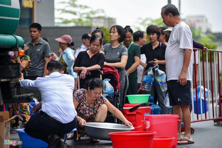 Cuộc sống người Hà Nội đảo lộn trong cơn khủng hoảng nước-10