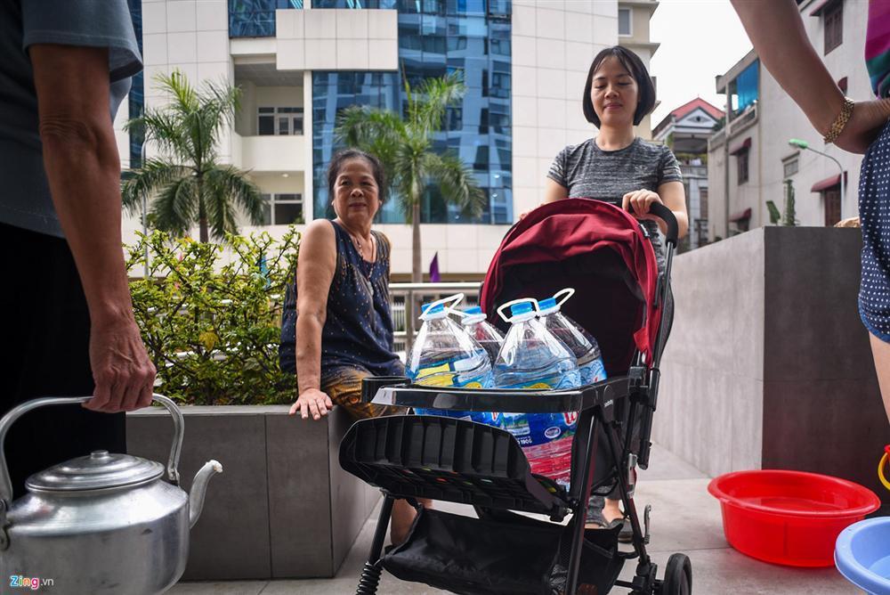 Cuộc sống người Hà Nội đảo lộn trong cơn khủng hoảng nước-11