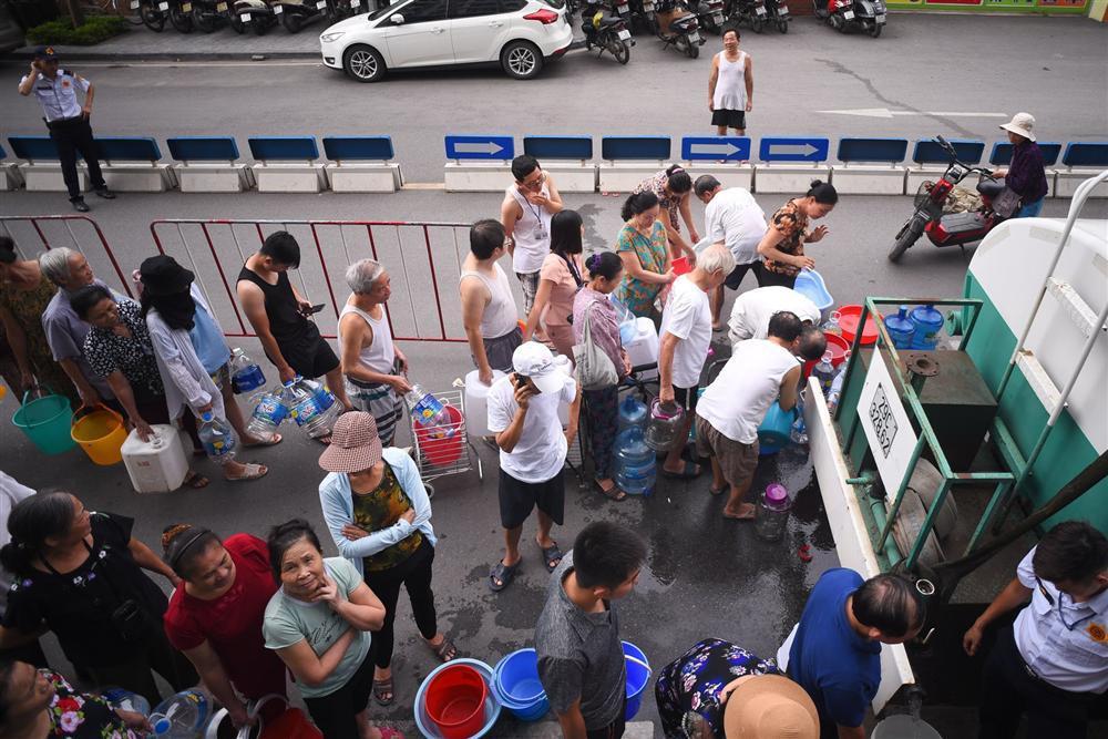Cuộc sống người Hà Nội đảo lộn trong cơn khủng hoảng nước-9