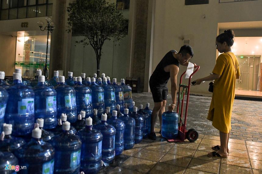 Cuộc sống người Hà Nội đảo lộn trong cơn khủng hoảng nước-12