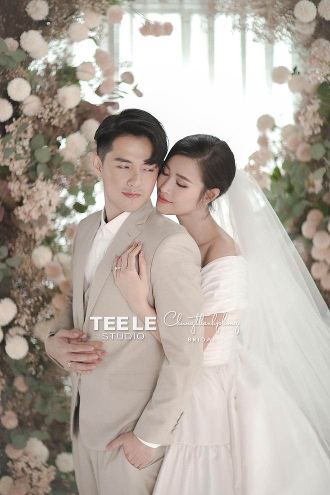 Thu Trang - Tiến Luật khoe ảnh cưới 8 năm, không đẹp bằng Đông Nhi - Ông Cao Thắng nhưng độ lầy chắc chắn hơn-2