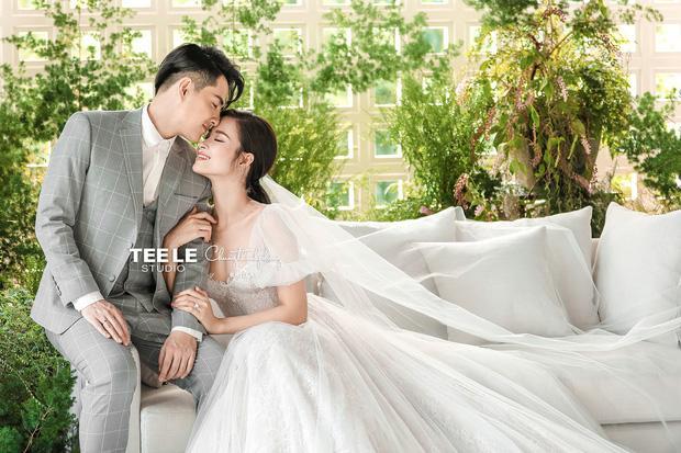 Thu Trang - Tiến Luật khoe ảnh cưới 8 năm, không đẹp bằng Đông Nhi - Ông Cao Thắng nhưng độ lầy chắc chắn hơn-3