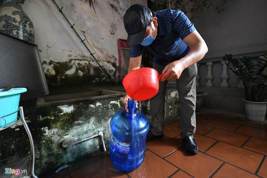 Cuộc sống người Hà Nội đảo lộn trong cơn khủng hoảng nước-14