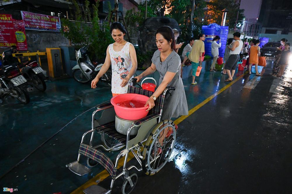 Cuộc sống người Hà Nội đảo lộn trong cơn khủng hoảng nước-17