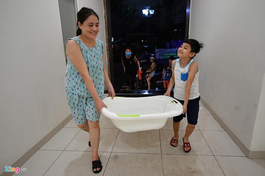 Cuộc sống người Hà Nội đảo lộn trong cơn khủng hoảng nước-18