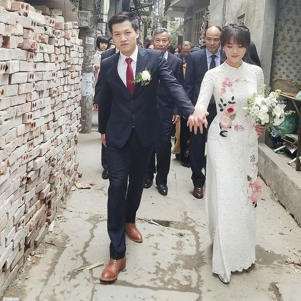 Đường đường là MC có tiếng của VTV, Trần Ngọc làm bao người cười ngất khi lộ rõ bản chất sợ vợ-1
