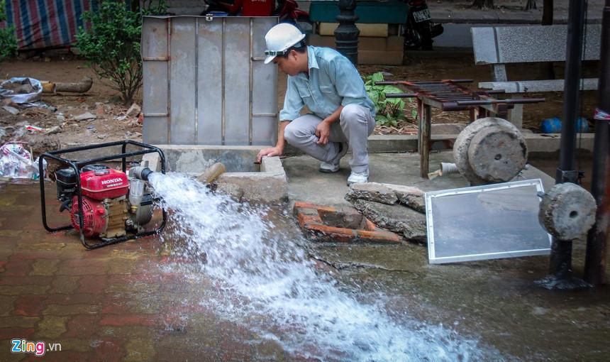 Cuộc sống người Hà Nội đảo lộn trong cơn khủng hoảng nước-21