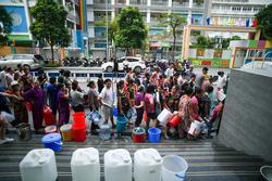 Cuộc sống người Hà Nội đảo lộn trong cơn khủng hoảng nước