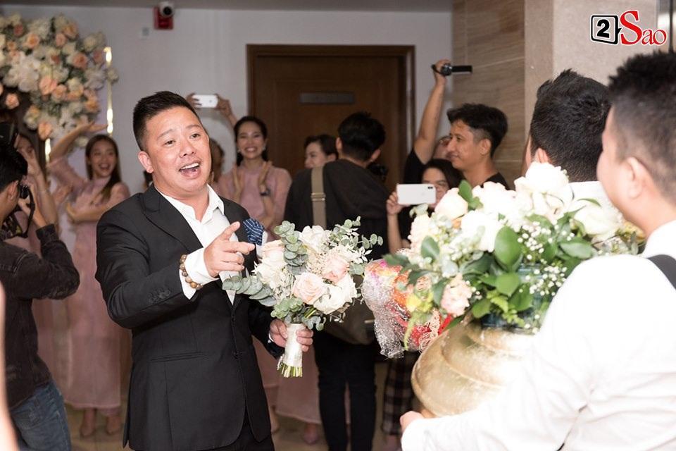 CLIP ăn hỏi lầy nhất showbiz Việt: Giang Hồng Ngọc bắt bạn trai hít đất, hát hò inh ỏi mới cho vào nhà-7