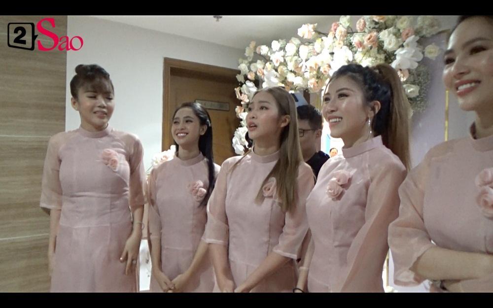 CLIP ăn hỏi lầy nhất showbiz Việt: Giang Hồng Ngọc bắt bạn trai hít đất, hát hò inh ỏi mới cho vào nhà-2