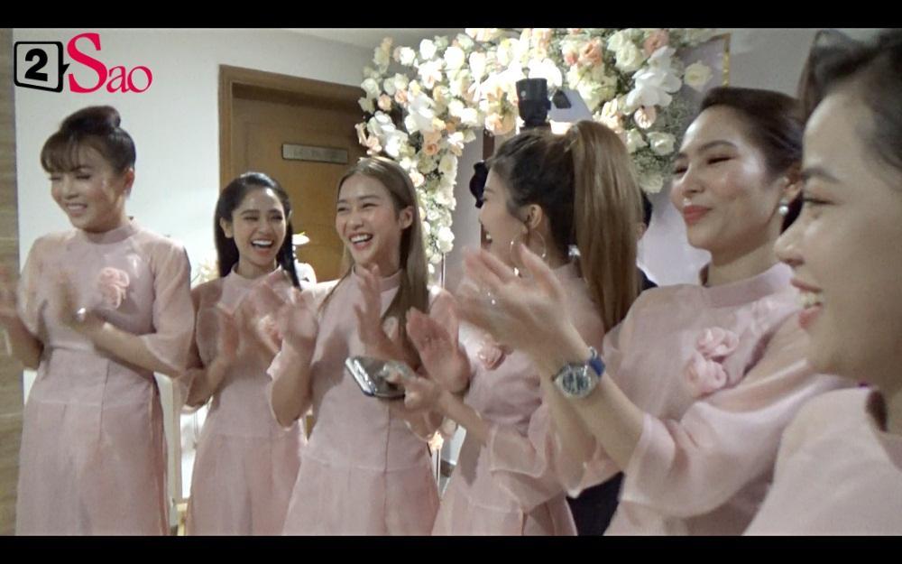 CLIP ăn hỏi lầy nhất showbiz Việt: Giang Hồng Ngọc bắt bạn trai hít đất, hát hò inh ỏi mới cho vào nhà-5
