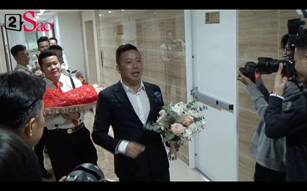 CLIP ăn hỏi lầy nhất showbiz Việt: Giang Hồng Ngọc bắt bạn trai hít đất, hát hò inh ỏi mới cho vào nhà-6