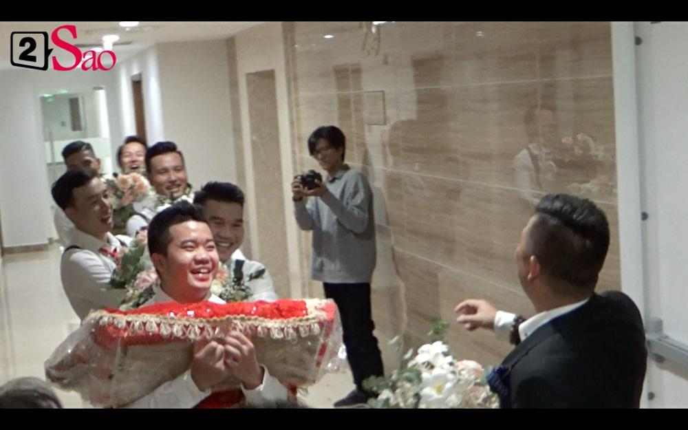 CLIP ăn hỏi lầy nhất showbiz Việt: Giang Hồng Ngọc bắt bạn trai hít đất, hát hò inh ỏi mới cho vào nhà-8