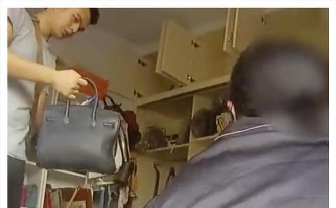 Mẹ già mang túi Louis Vuitton đi chợ mua thịt lợn, con gái bị bắt giam-1