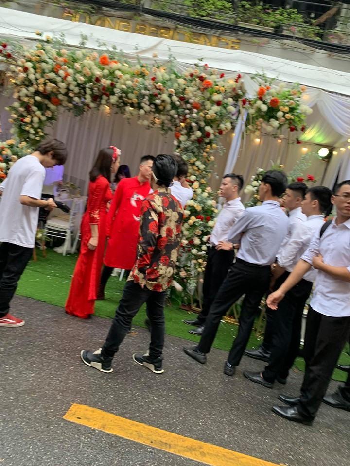 Lưu Đê Ly lộ vòng 2 to bất thường, gương mặt như dọa ma qua ảnh bị chụp lén trong lễ ăn hỏi với Huy DX-1
