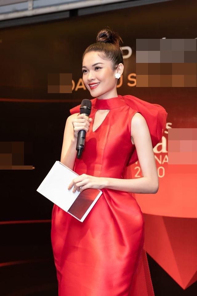 Đụng hàng 1 thiết kế: Angela Phương Trinh gây khó hiểu khi đeo liền 2 chiếc đồng hồ - Tường San, Thùy Dung biến hóa xuất sắc-1