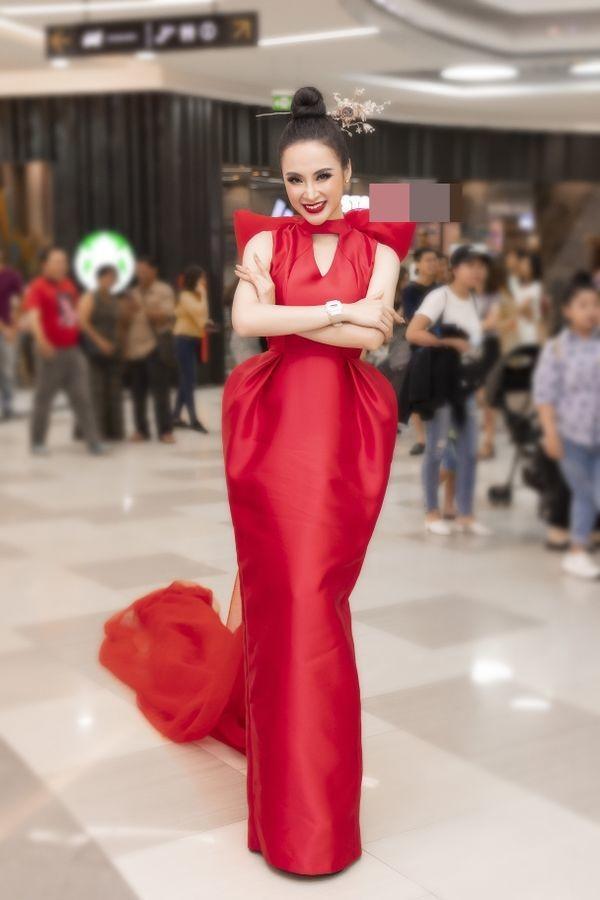 Đụng hàng 1 thiết kế: Angela Phương Trinh gây khó hiểu khi đeo liền 2 chiếc đồng hồ - Tường San, Thùy Dung biến hóa xuất sắc-6