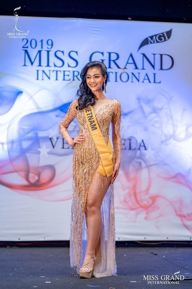 Kiều Loan lộ chân to và ngắn, fan nghi ngờ nhiếp ảnh gia chụp hình không có tâm ở Miss Grand International-1
