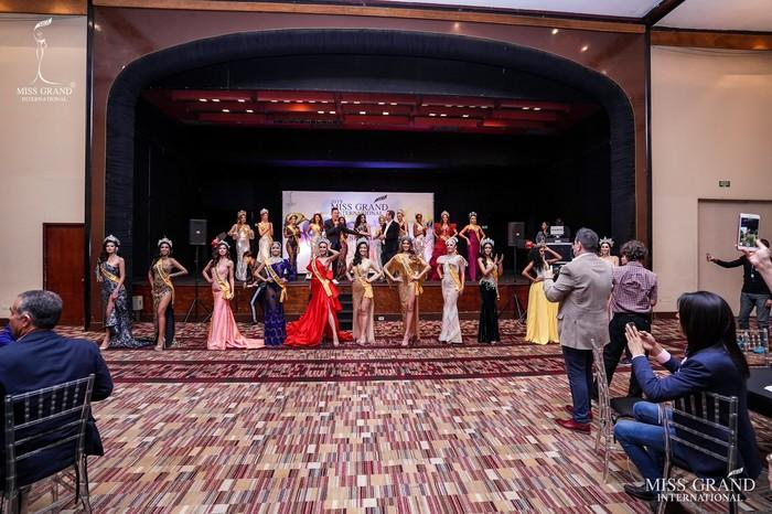 Kiều Loan lộ chân to và ngắn, fan nghi ngờ nhiếp ảnh gia chụp hình không có tâm ở Miss Grand International-4
