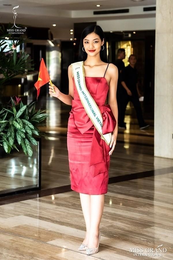 Kiều Loan lộ chân to và ngắn, fan nghi ngờ nhiếp ảnh gia chụp hình không có tâm ở Miss Grand International-9
