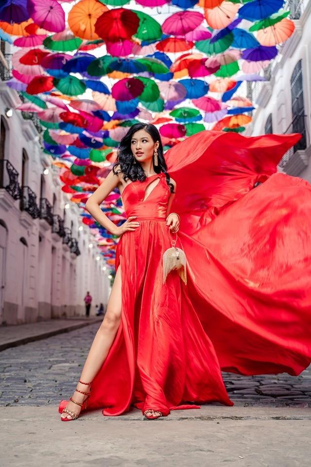 Kiều Loan lộ chân to và ngắn, fan nghi ngờ nhiếp ảnh gia chụp hình không có tâm ở Miss Grand International-11