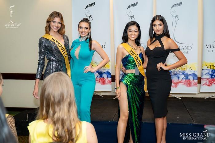 Kiều Loan lộ chân to và ngắn, fan nghi ngờ nhiếp ảnh gia chụp hình không có tâm ở Miss Grand International-12