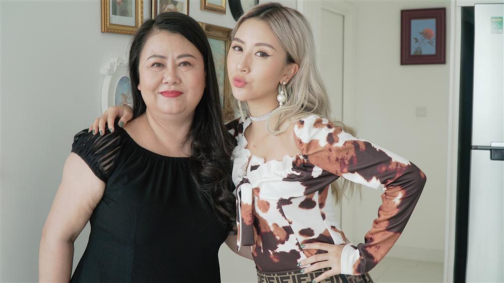 Hết mẹ Chi Pu làm PT cho con giảm béo thì đến mẹ Quỳnh Anh Shyn trổ tài stylist rồi đây!-7
