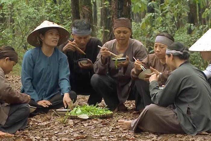 Những tình tiết vô lý đến hài hước ở phim Tiếng sét trong mưa-2
