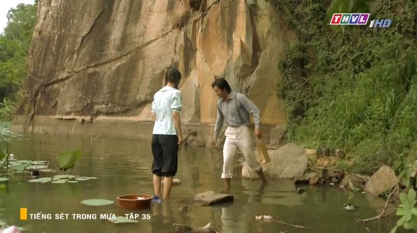 Những tình tiết vô lý đến hài hước ở phim Tiếng sét trong mưa-3