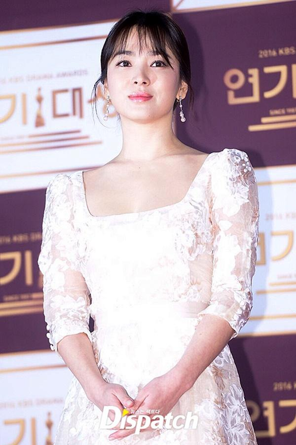 Song Hye Kyo gây tranh cãi khi dự sự kiện sau ngày mất của Sulli-1